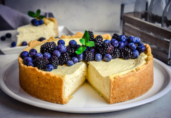 Bakewell-Cheesecake mit Beerentopping